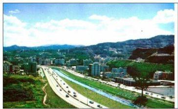 Autopista del Este vista hacia Colinas de Bello Monte