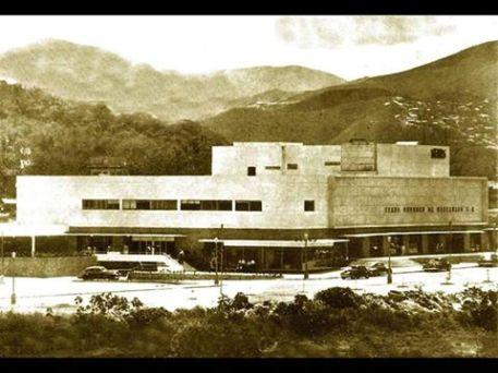 Vista fachada Este de Sears de Colinas de Bello Monte