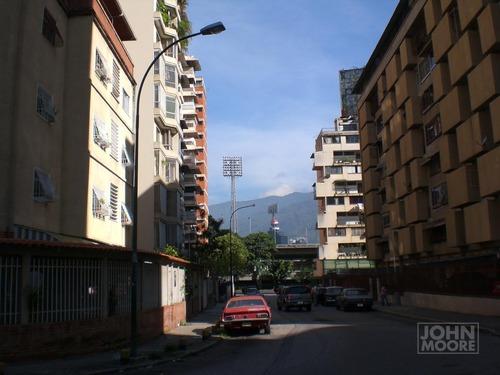 Calle Voltaire de Colinas de Bello Monte | Foto: John Moore en Panoramio