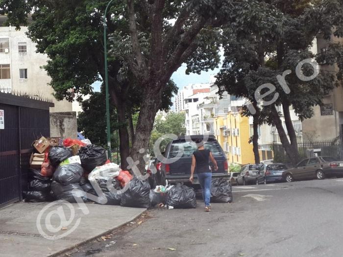 Basura en la calle Cervantes